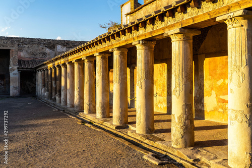 Fotografia  Courtyard with colonnade of Stabian baths (Terme Stabiane) at Pompeii ancient ci