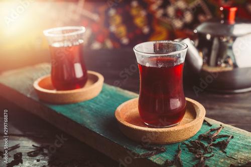 Photo fruit turkish tea on wooden table