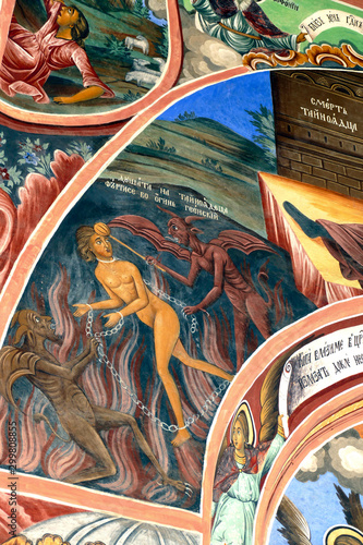 Photo Exterior fresco paintings of sinners condemned to hell