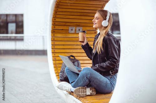 Obraz Pleased student girl taking a rest outside - fototapety do salonu