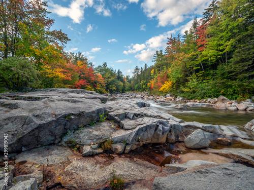 Foto auf Leinwand Wasserfalle Autumn on the swift river