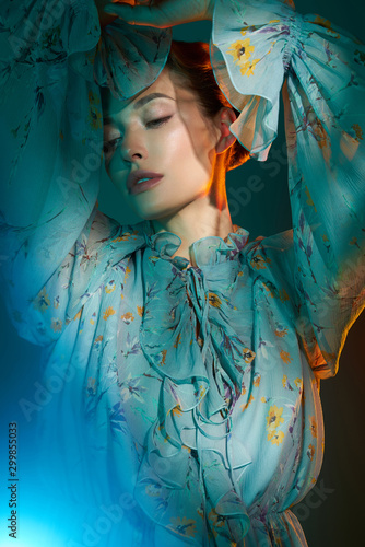 Foto auf Gartenposter womenART Beautiful lady in blue chiffon dress