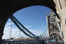Sotto Il Tower Bridge