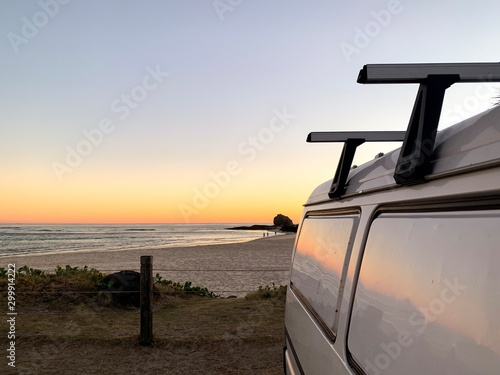 Photo Looking out at the sunrising over Currumbin beach, Gold Coast