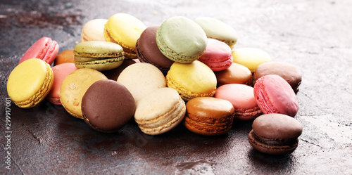 Montage in der Fensternische Macarons Sweet and colourful french macaroons or macaron on dark black background, Dessert.