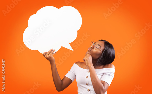 Poster Ecole de Danse Young Black Woman Holding Speech Bubble Standing, Orange Background, Mockup