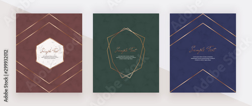Foto  Luxury geometric red, green and blue design cards with golden polygonal lines frames