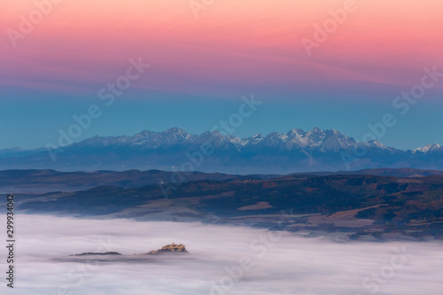 Foto auf Gartenposter Blau Jeans Spiski Castle with Tatra Mountains in foggy sunrise Slovakia landscape