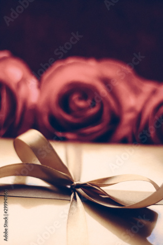 Fotografía  Luxury holiday golden gift box and bouquet of roses as Christmas, Valentines Day