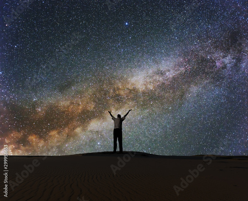 Foto auf Leinwand Blaue Nacht man with hangs up under a starry sky with milky way, night prayer