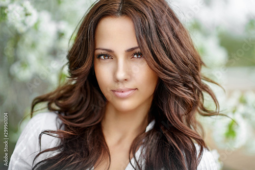 Obraz Beautiful smiling woman outdoor portrait - fototapety do salonu