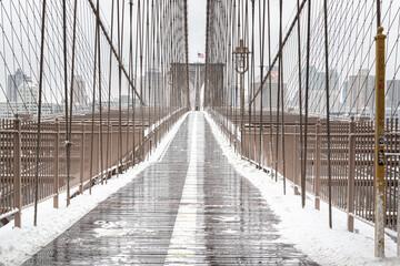 Puente de Brooklyn nevado