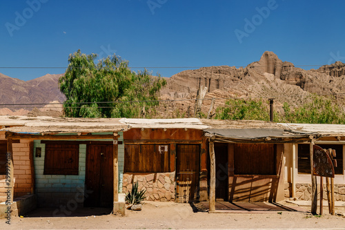Amérique du Sud Shanty front views with mountains in the background in Tilcara, Jujuy, Argentina