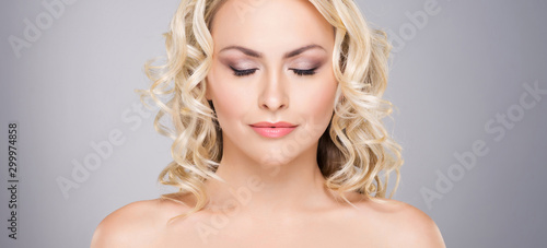 Obraz na plátně  Beauty portrait of attractive blond woman with curly hair and a beautiful hairstyle
