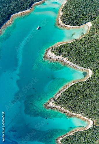 Fotografía  Aerial view of sea and beach in a lagoon on Cres ( isola Cherso )  Island Croatia, close to Punta Kriza ( Punta Croce )