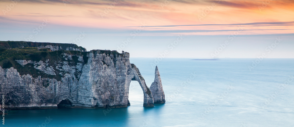 Fototapety, obrazy: coastal landscape along the Falaise d'Aval the famous white cliffs of Etretat village, with the Porte d'Aval natural arch and the rock known as the Aiguille d'Etretat
