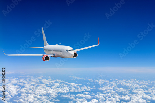 White airplane flying above cloud Fototapet