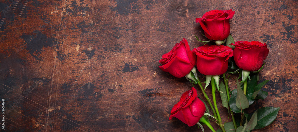 Fototapety, obrazy: Red rose flowers bouquet on wooden background Valentine's day greeting card Copy space Top view - Image