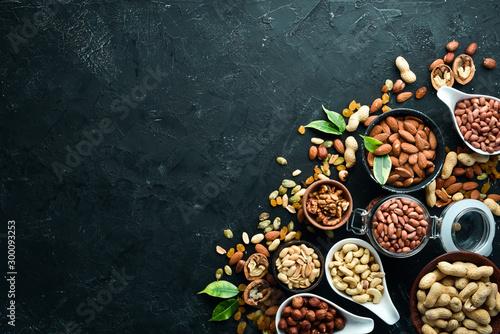 Fotomural Assorted nuts on the old black background