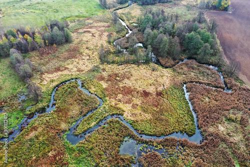jesień w dolinie rzeki Pasłęki na Warmii - fototapety na wymiar