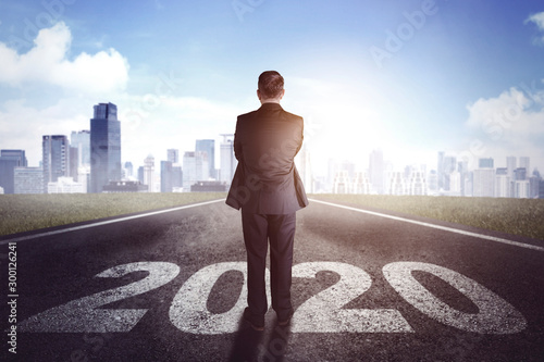 Male manager standing above numbers 2020 Fototapet