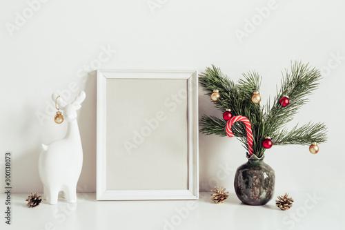 Pinturas sobre lienzo  Minimalist interior decoration for Christmas