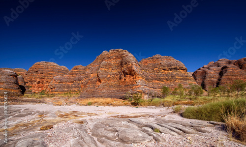 Obraz na plátne Dome of rocks at a hiking trip at the Australian outback between with blue sky a