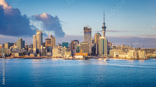 Obraz Auckland skyline at sunrise, Auckland, New Zealand - fototapety do salonu