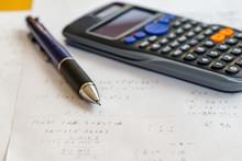 数学の問題とペンと電...