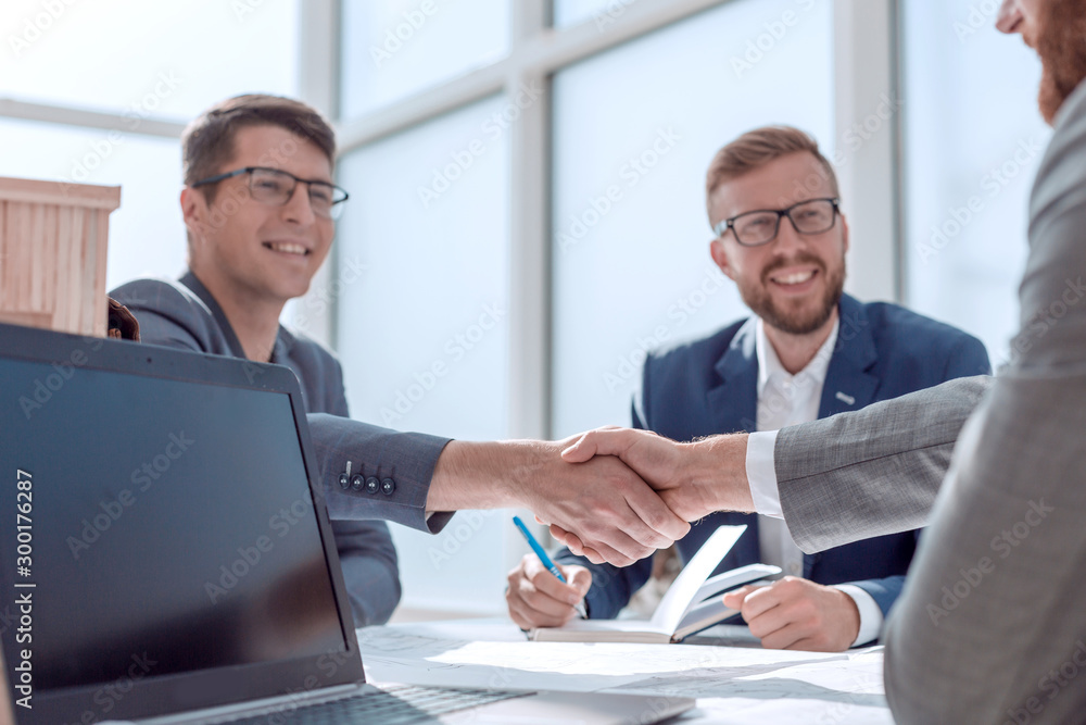 Fototapeta close up. business people shaking hands at a meeting in the office