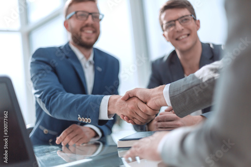 Obraz close up. successful business people shaking hands - fototapety do salonu