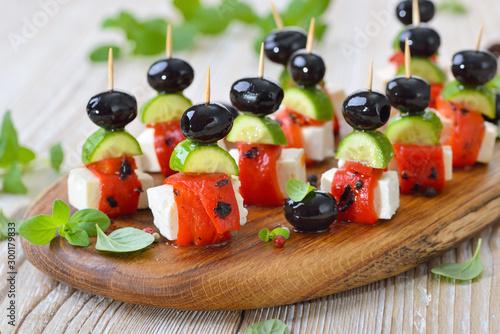 Carta da parati Fingerfood griechisch: Feta-Partyspießchen  mit gegrilltem, eingelegtem Paprika,