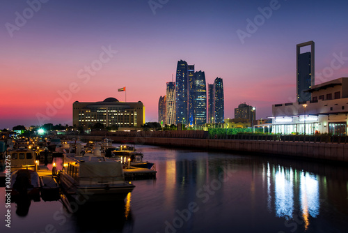 Poster Abou Dabi Abu Dhabi modern skyline at twilight