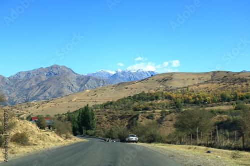 Photo Scenic landscape of Tian Shan mountain range near Chimgan in Uzbekistan