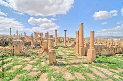 Fotografia Timgad -  a Roman-Berber city in the Aurès Mountains of Algeria.