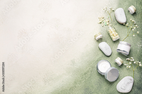 Fotografia  Cosmetic cream with spa items on color background