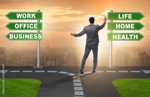Fotografía  Work life or home balance business concept