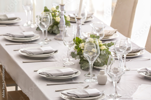 Obraz Beautiful table setting with floral decor - fototapety do salonu