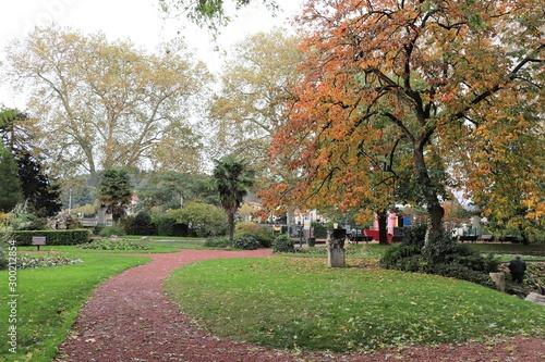"""Parc Public Jardin Du 8 Mai 1945 Ville De Vienne Departement De L Isere France Adobe Stock Á§ã""""のストック画像を購入して É¡žä¼¼ã®ç""""»åƒã''さらに検索 Adobe Stock"""