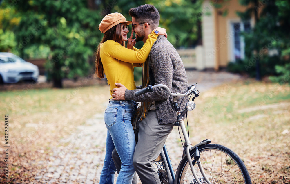 Fototapety, obrazy: Meeting in the park. Romantic couple in the autumn park. Love, dating, romance
