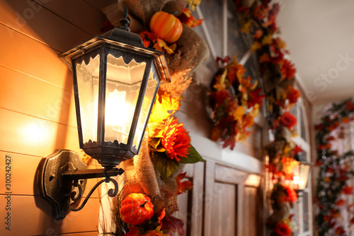 Fotografía  House decorated for traditional autumn holidays, focus on vintage outdoor light