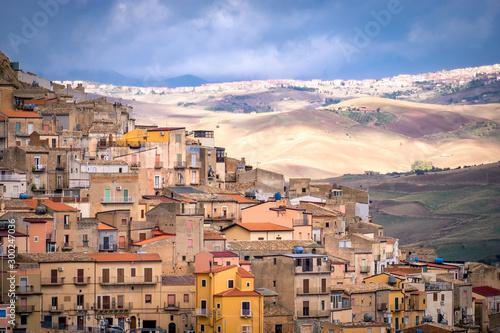 Foto auf AluDibond Südeuropa Landscape with old houses of Mountainous Sicilian town Gagliano Castelferrato, Italy