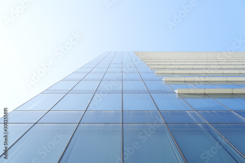 Fotomural  Low angle view of office building