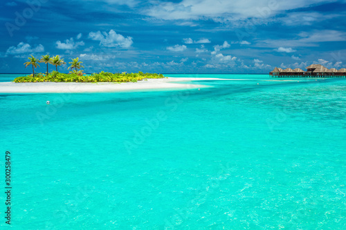 Foto auf Leinwand Reef grun Tiny tropical island with palm trees in Maldives