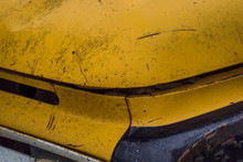 古い車の傷んだボディ Damaged Iron Body Of An Old Retro Car