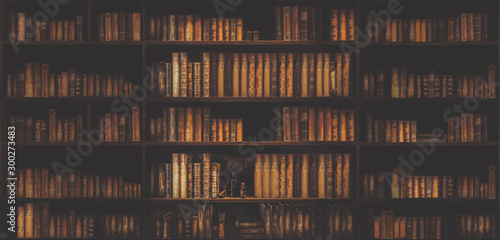 Fotografía blurred bookshelf Many old books in a book shop or library