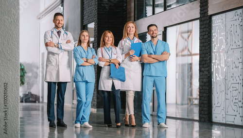 Fotomural  Team of doctors in hall of clinic