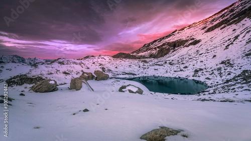 Fototapeta Lever du jour sur le lac Noir dans le massif du Chambeyron - Sunrise over the Bl