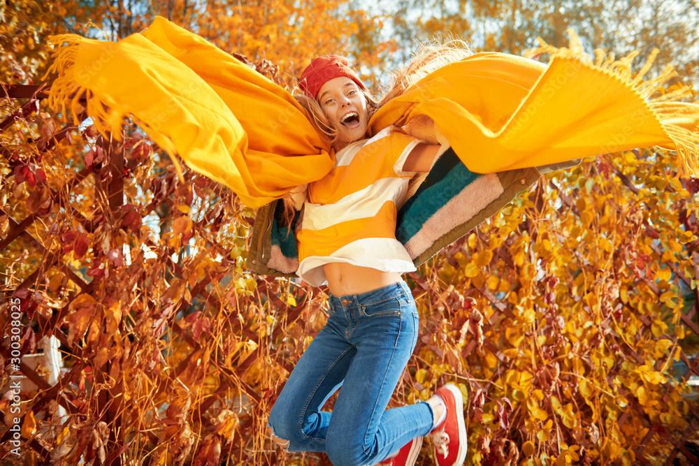 Fototapeta feeling autumn happiness