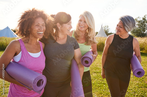 Poster Ecole de Danse Group Of Mature Female Friends On Outdoor Yoga Retreat Walking Along Path Through Campsite